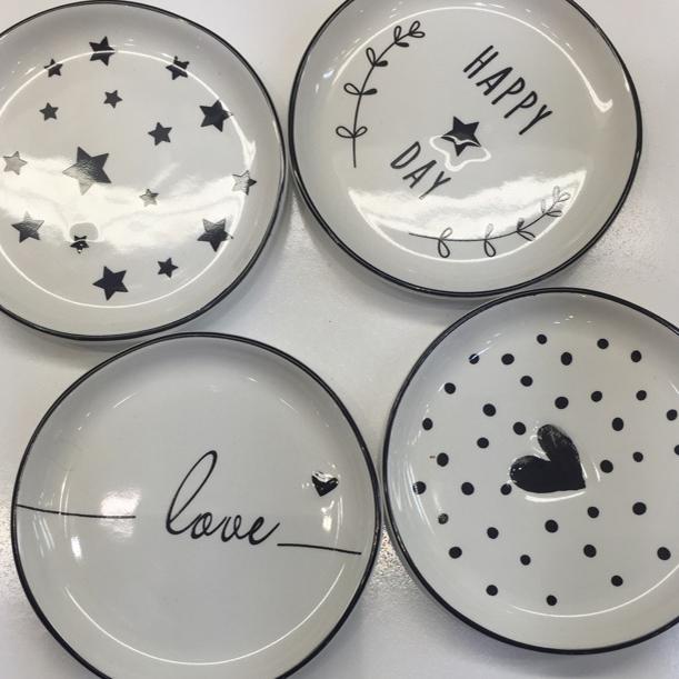 Small plate black and white design